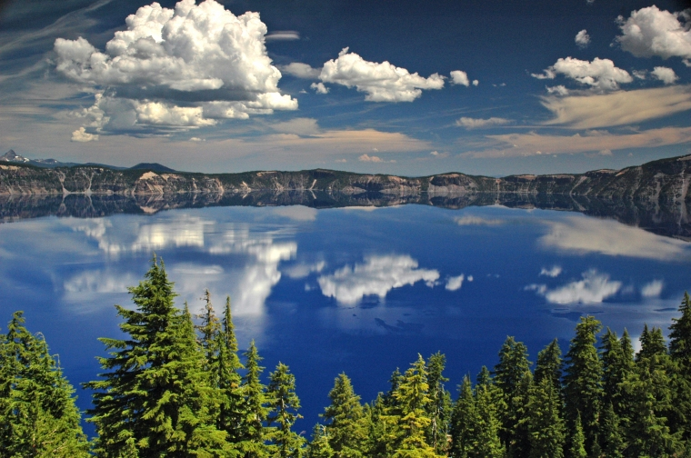 crater_lake_national_park_oregon_theplaidzebra.com